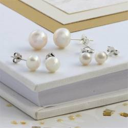 6mm Pearl Stud - white