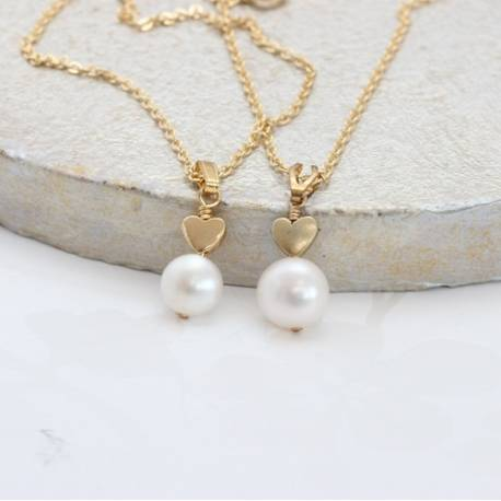 mama et moi white pearl pendant set with gold heart for bridesmaids and flowergirls