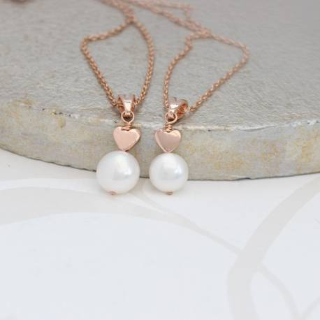 mama et moi white pearl wedding pendant set with rose gold hearts for a bride and bridesmaids