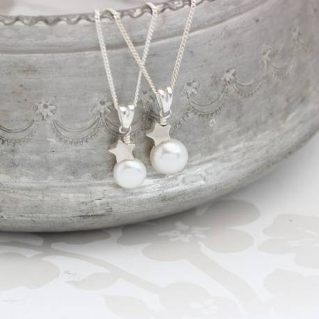 mama et moi bridal white pearl wedding pendant with sterling silver star set for bride and bridesmaids