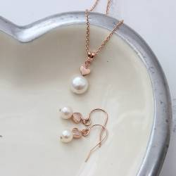 bridal white pearl pendant with heart in rose gold and pearl drop earrings, delicate pearl wedding jewellery set for a bride
